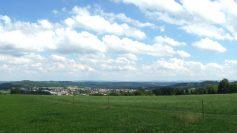 Blick vom Hagbergturm über Gschwend, die Frickenhofer Höhe zur Ostalb.